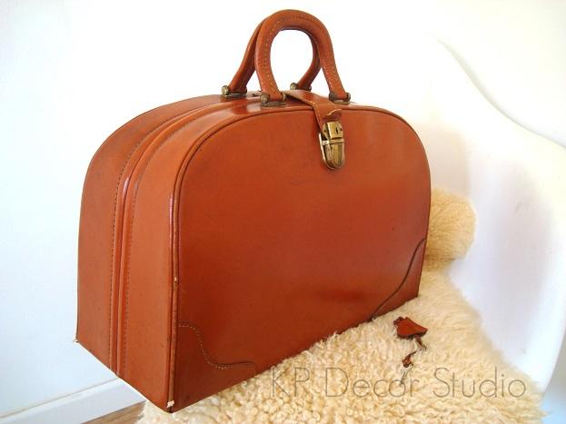 tienda de decoración vintage online. maletas de médico antiguas