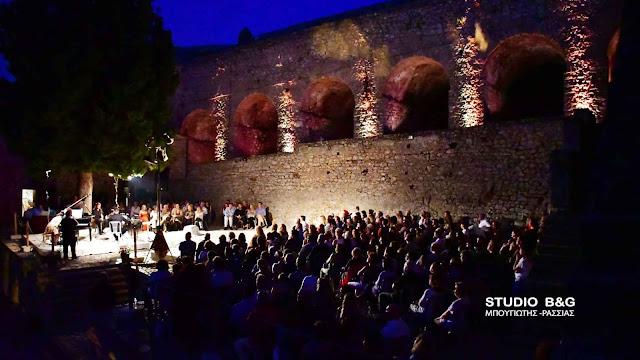 """27ο Μουσικό Φεστιβάλ Ναυπλίου: Ενθουσιάστηκε η Μαρία Φαραντούρη με την """"Ιστορία του Στρατιώτη"""" στο Παλαμήδι (βίντεο)"""