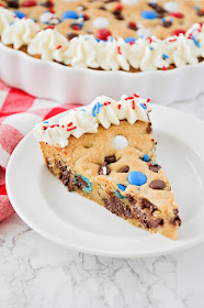 This patriotic cookie cake is so easy to make, and so festive for the 4th of July!