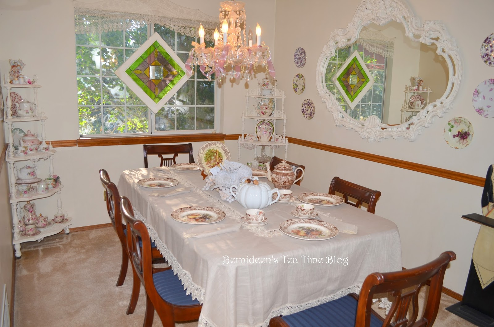 Bernideen's Tea Time, Cottage and Garden: FALL DECOR GOING