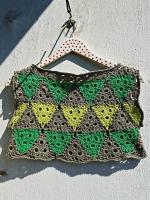 https://laventanaazul-susana.blogspot.com.es/2016/07/182-jersey-de-triangulos-crochet.html