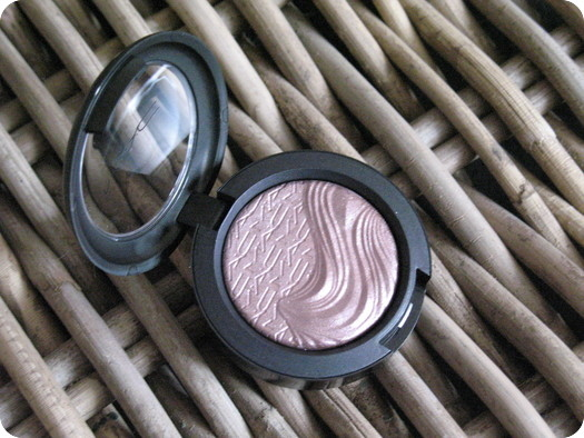 MAC In Extra Dimension Eye Shadow Review