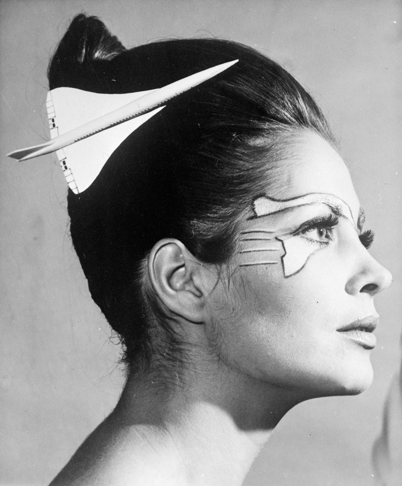 A model with makeup and hairstyle inspired by the Concorde. 1969.