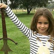 """В Британии девочка случайно нашла """"меч короля Артура"""""""