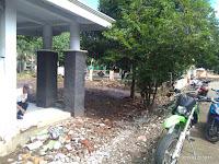 Diterjang Banjir, Pagar Kantor Kelurahan Jatibaru Barat Roboh