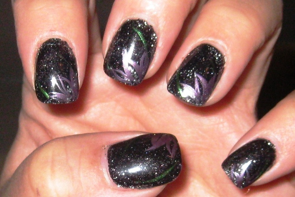 August 2011 Nail Art Polish Manicure Designs Photo: Celebrity Cruise Line