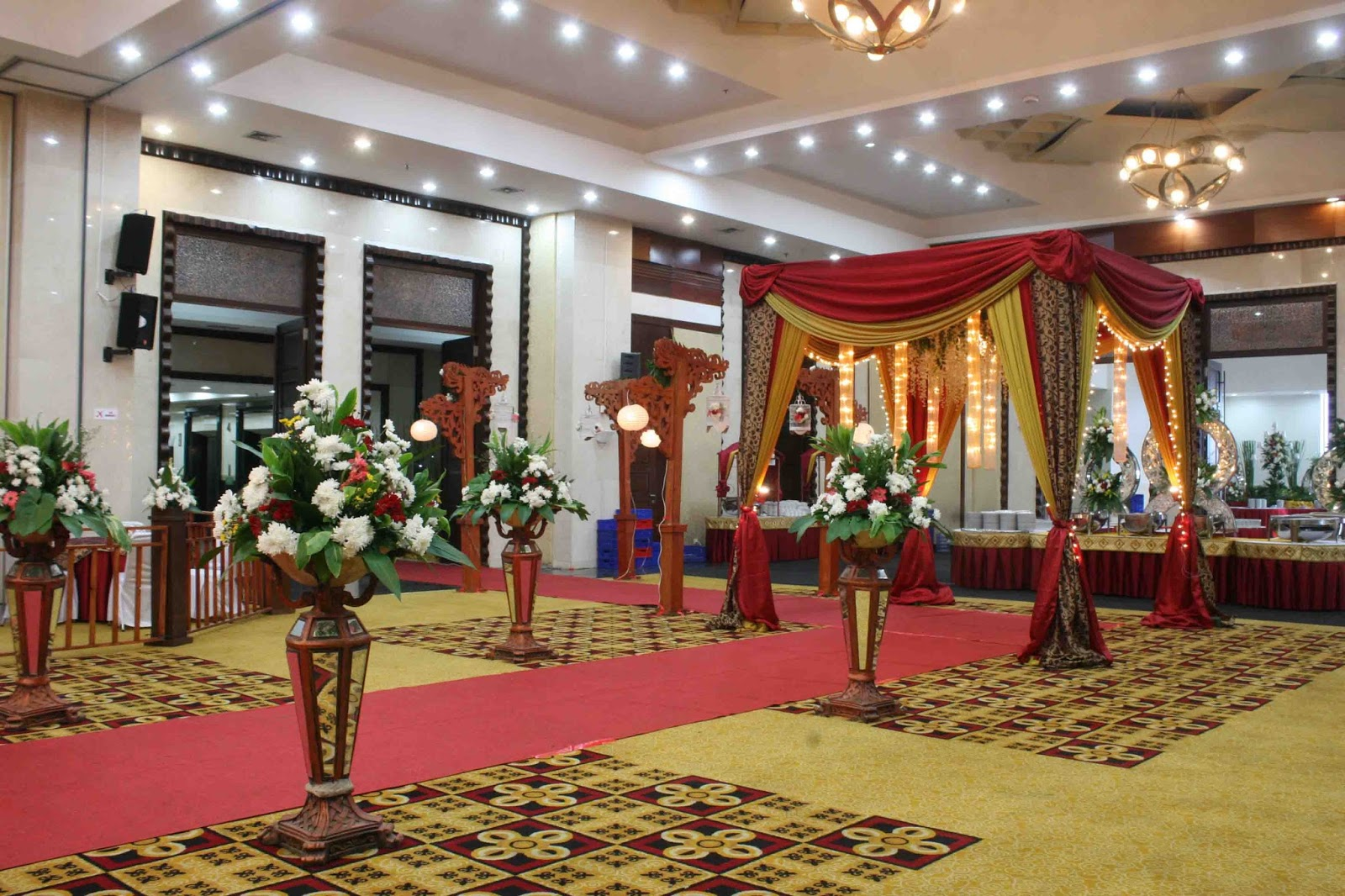 DEKORASI PERNIKAHAN DI GEDUNG | PRIMERA WEDDING | WEDDING ...