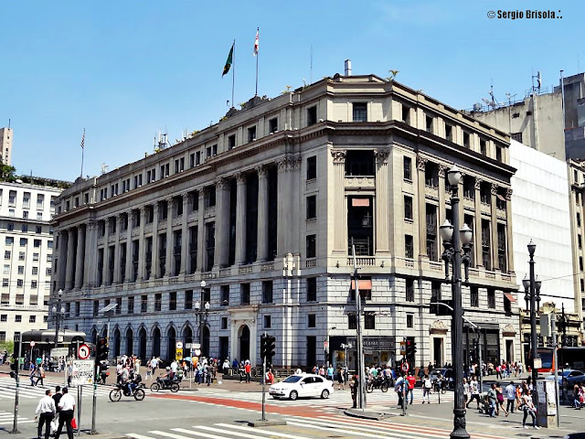 Fachada do Edifício Alexandre Mackenzie, o Prédio da Light - Centro - São Paulo