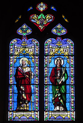 Vidriera con Santa Bárbara y  San Front en la concatedral de San Sacerdos en Sarlat la Canedá (Francia)