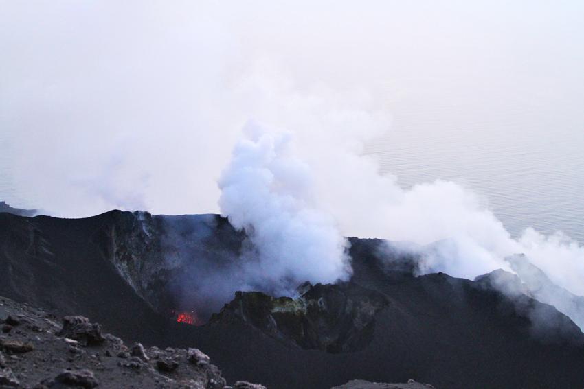 Wspinaczka na krater wyspy Stromboli