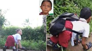 Μαθητής με αναπηρία σέρνεται καθημερινά 4 χιλιόμετρα για να πάει στο σχολείο του περπατώντας «στα τέσσερα»