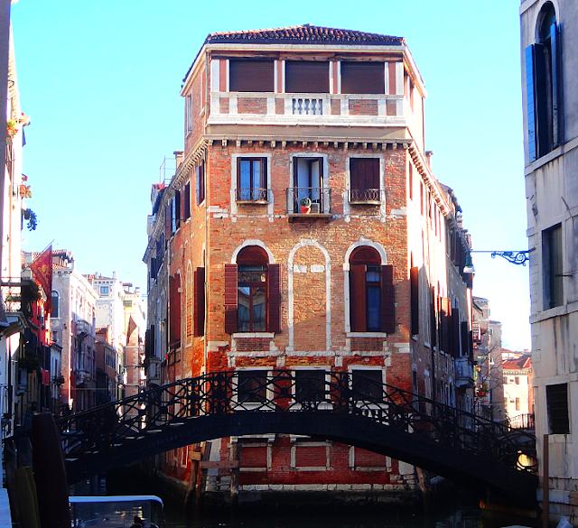 , palazzo tetta, jeden z nejvíce fotografovaných benátských paláců, zažijte benátky jako místní, benátky průvodce, kam v benátkách, co vidět v benátkách, benátky památky, benátky historie, kde se najíst v benátkách,