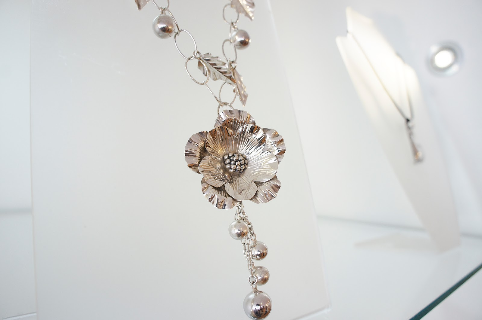 Collar de plata flor Camusso