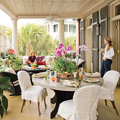 This front porch decor is meant for entertaining. Lovely, comfy sitting areas are perfect for small get togethers
