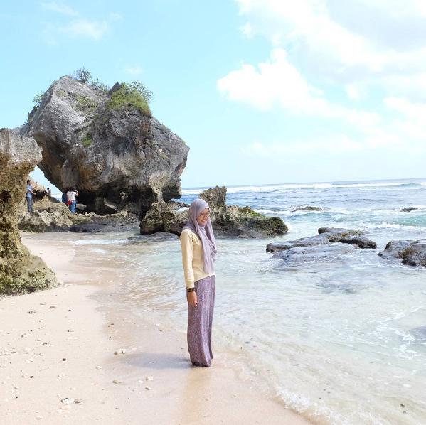 Obyek Wisata Pantai Uluwatu Bali