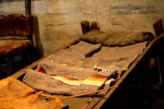 Image of one of the cots inside the San Juan Capistrano Mission