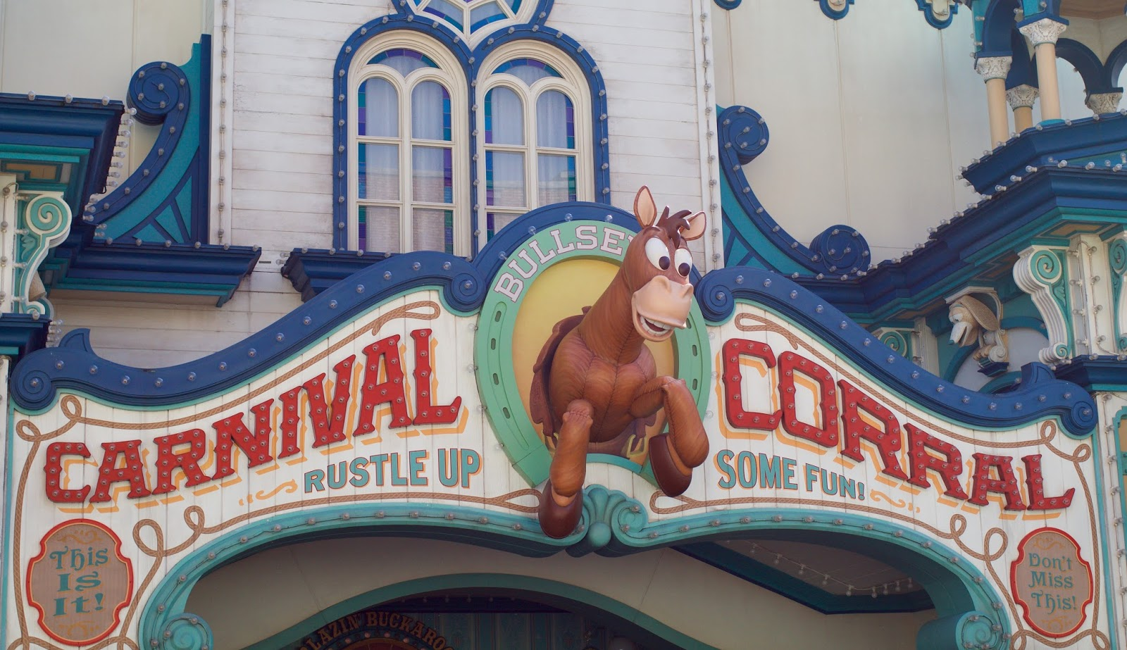 Tokyo-Disney-Sea-American-waterfront-Toy-Story-carnival-corral
