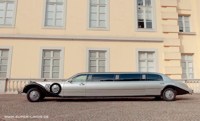 Excalibur Limousine black/ silver.