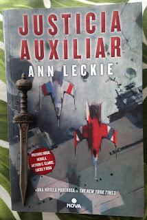 Portada del libro Justicia Auxiliar, de Ann Leckie