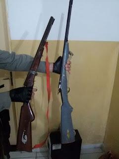 Policia recupera moto, apreende 2 armas e prende dois no Distrito do Melo em Cuité