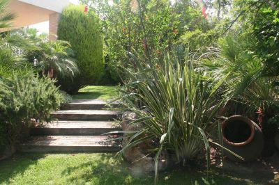 escaleras en jardín