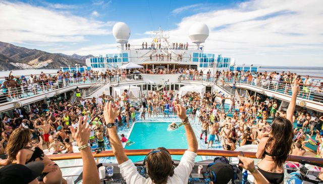 cruise-break-pool-party-poracci-in-viaggio