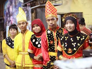 Gambar Pakaian Adat Suku Kaili Sulawesi Tengah