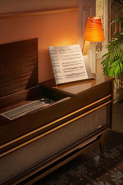 meuble et design retro jukebox vintage campagne publicitaire lzf