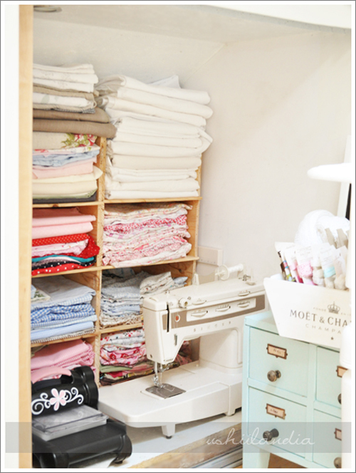 This lady, is a big deal of a blogger in Poland & you can see why. Her craft room space is absolutely stunning. it's like a super feminine home office.