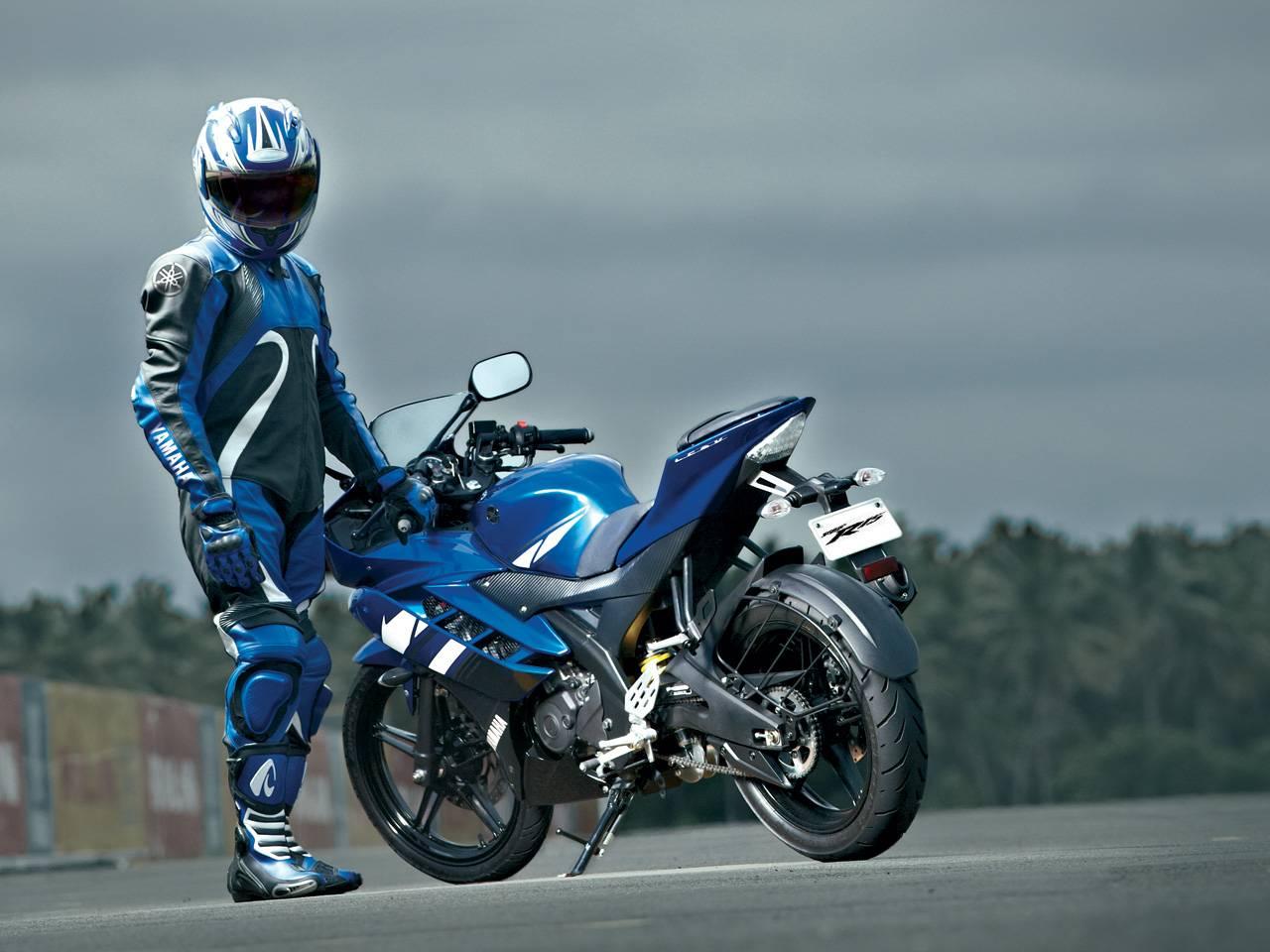 Fabricaciop: R15 Bike Stunts Wallpapers Hd