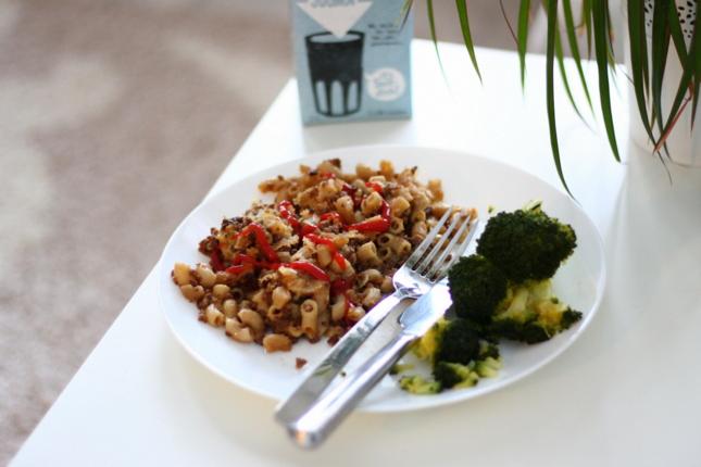 vegaani soijarouhemakaronilaatikko parsakaali kauramaito