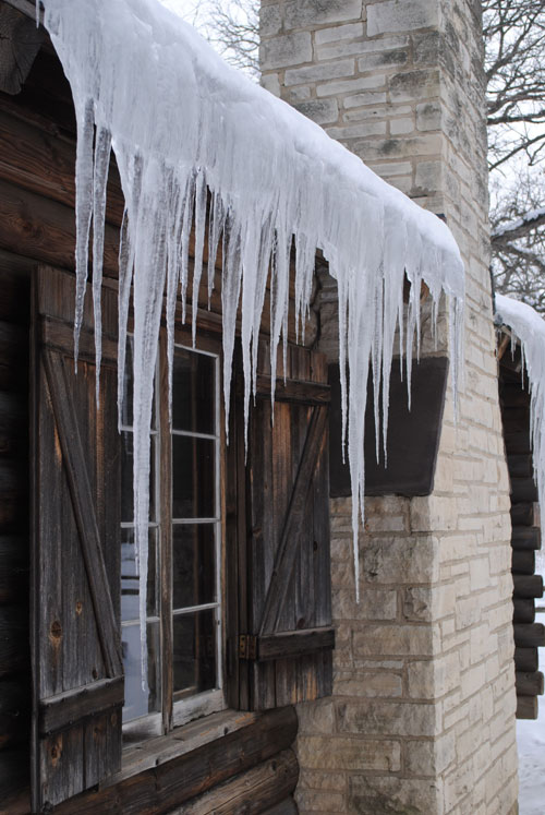 mega-icicles-polar-vortex-chicago