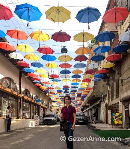 Kemeraltı çarşısındaki Şemsiyeli sokak Tarsus'taki en renkli yerlerden. Mersin
