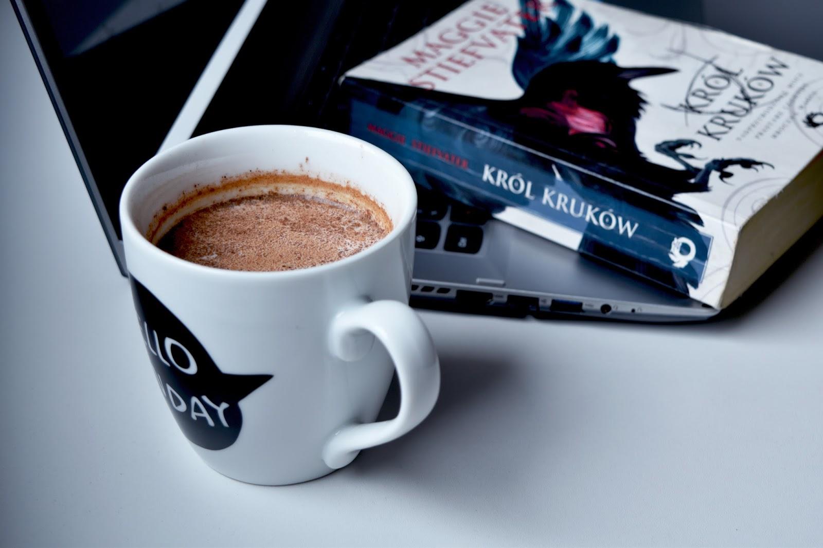 Król kruków, książka, kakao, jesień,