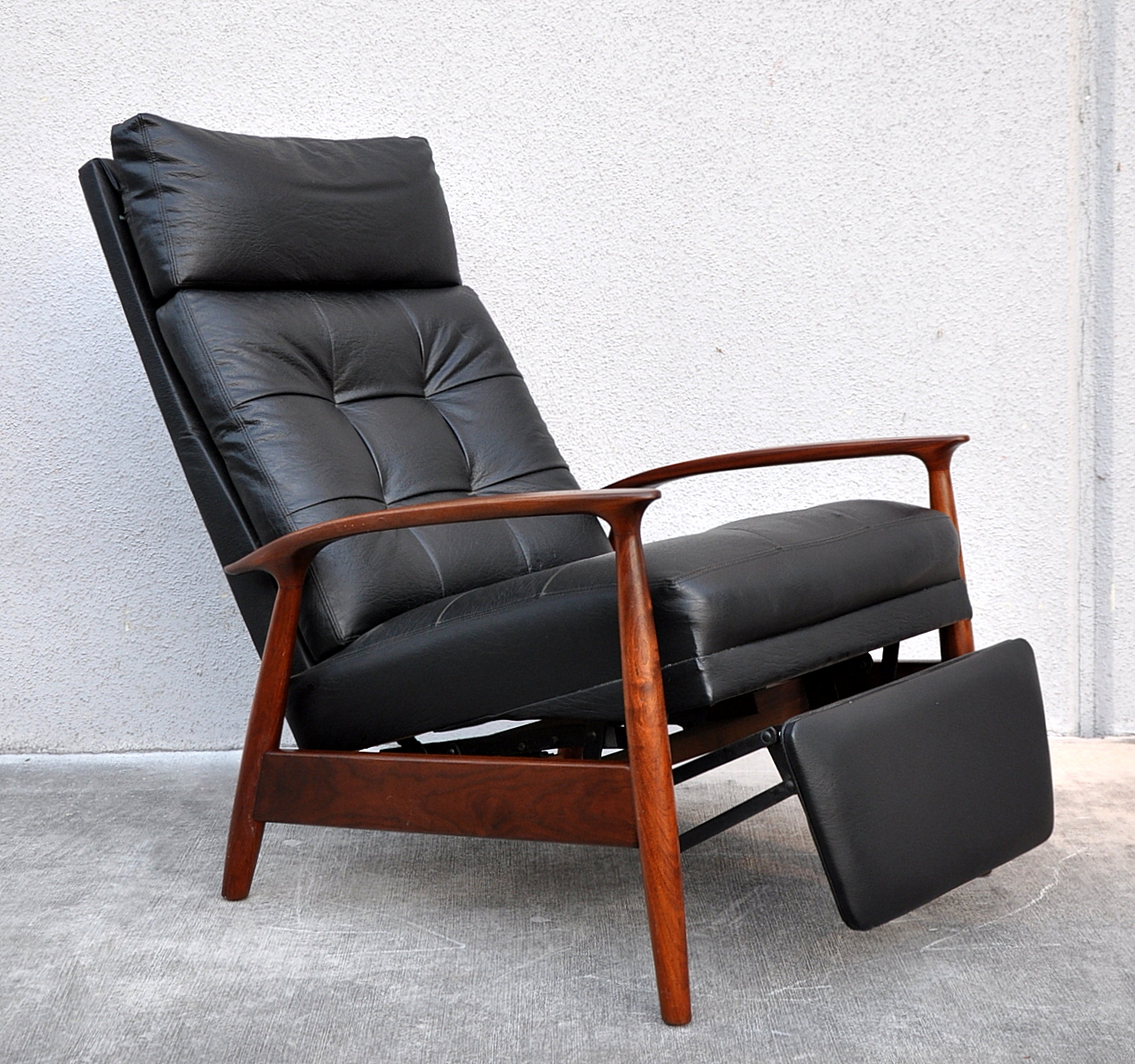 Mid Century Chair: SELECT MODERN