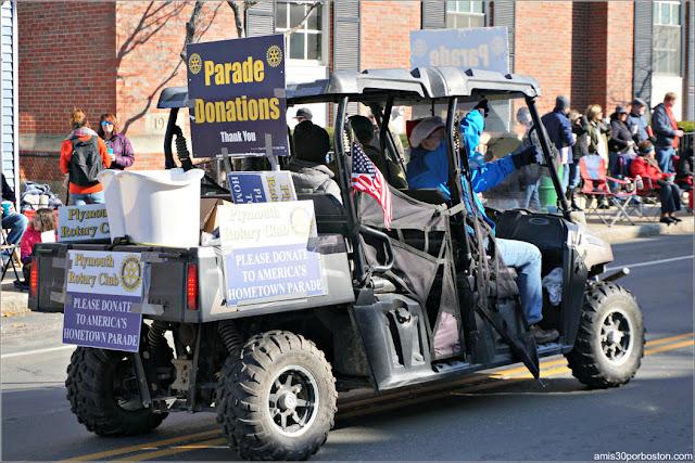 Donaciones en el Desfile de Acción de Gracias de Plymouth