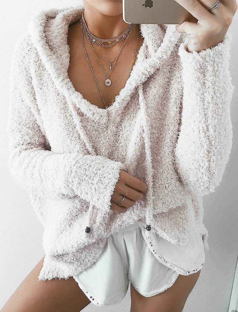beautiful outfit / cozy sweater + white shorts
