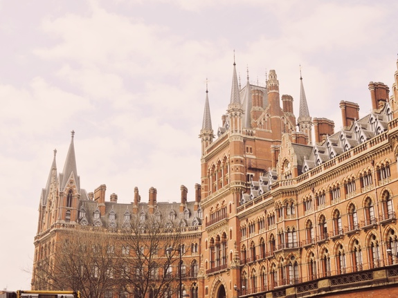 what to do on a london layover  saint pancras station