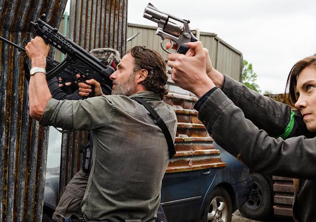 Rick Grimes (Andrew Lincoln) e Maggie Greene (Lauren Cohan) nell'episodio 1