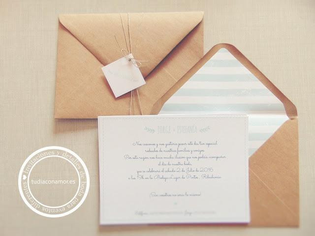 Invitaciones modernas y sencillas con diseño hecho a medida en azul mint