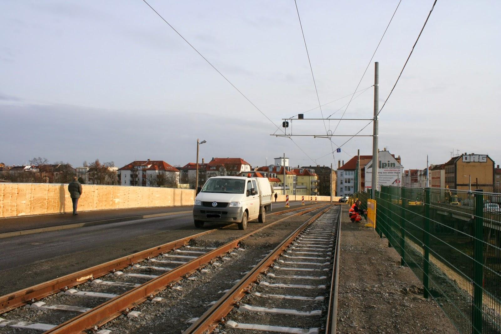 Antonienbrücke 21.12.2014 - an den Gleisen für die Tram werden letzte Arbeiten durchgeführt
