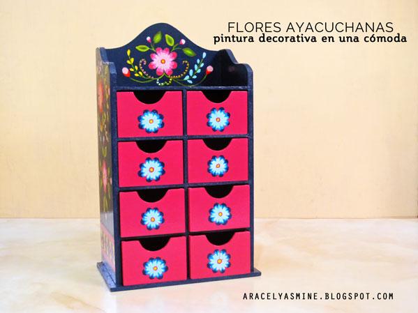Flores ayacuchanas pintadas sobre una cómoda