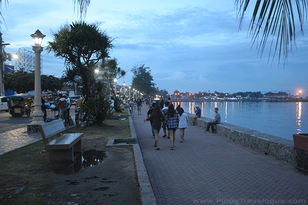 Rizal Boulevard, Dumaguete: Reliving History, Satisfying the Tummy