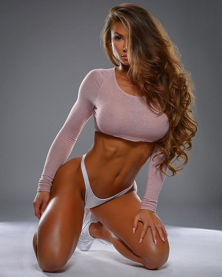 lovely fitness model Michie Peachie