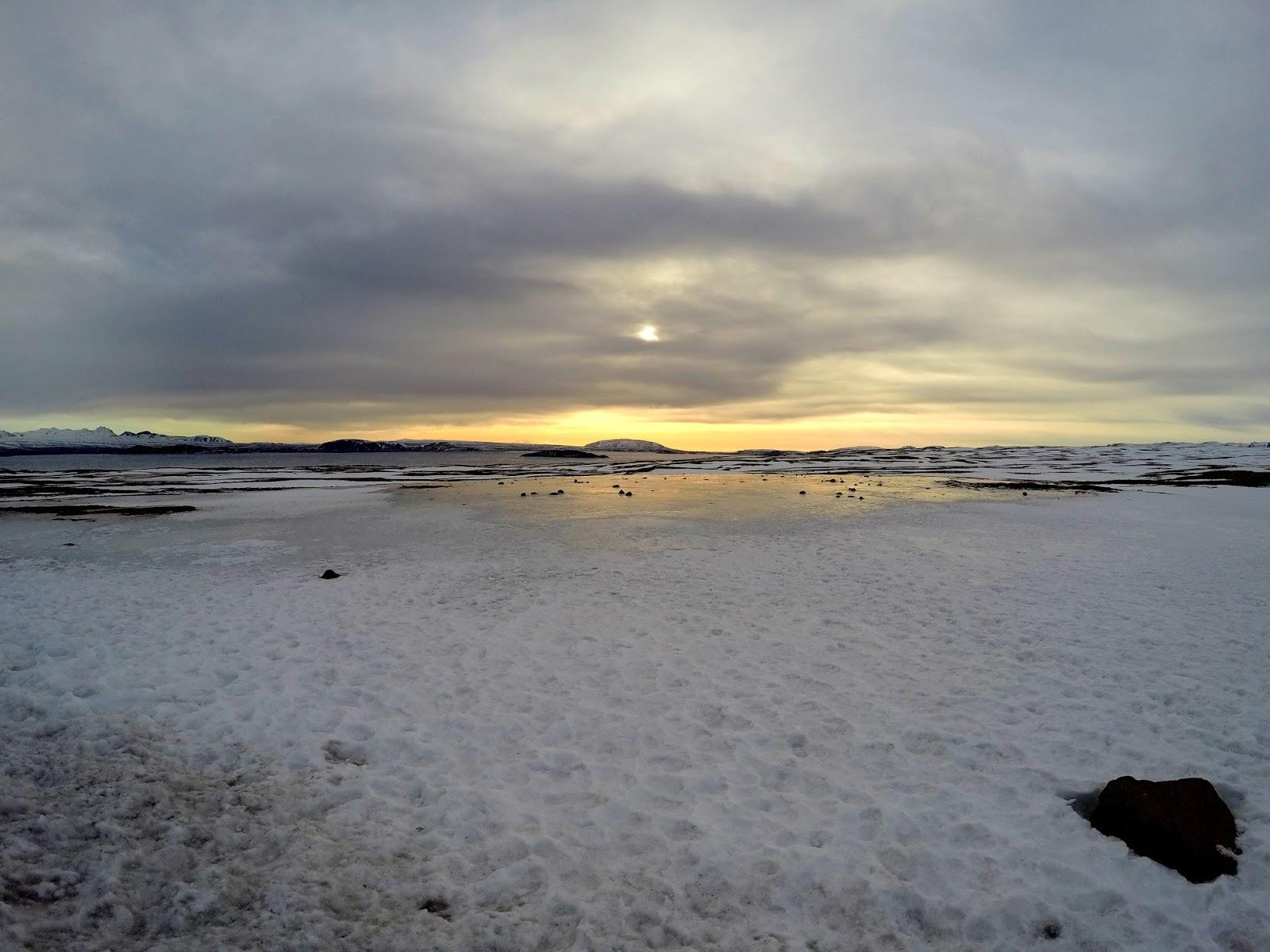zamarznięte jezioro na Islandii
