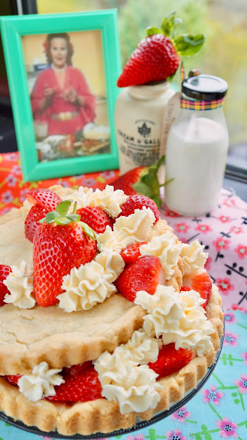 Fanny Cradock Strawberry Shortbread