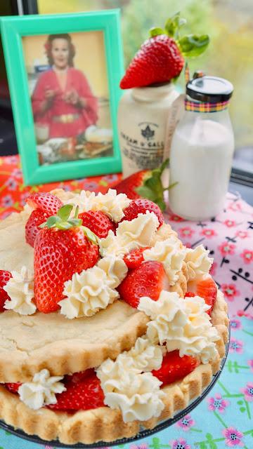 Fanny Cradock Strawberry Shortbread
