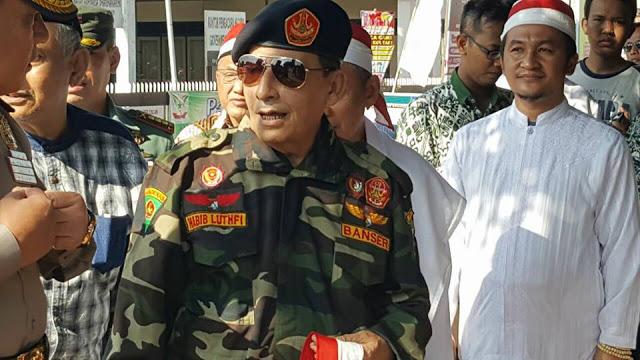 Habib Lutfi dengan Seragam Banser