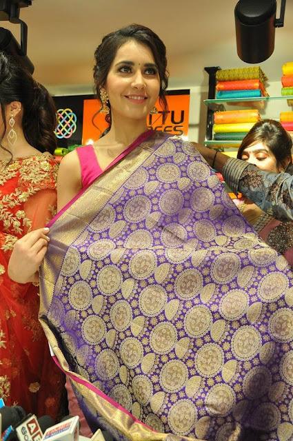 Raashi-Khanna-at-KLM-Fashion-Mall-Launch