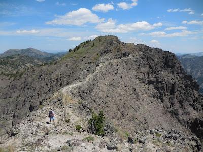 A peak along the Sky Rim Trail i Yellowstone National Park